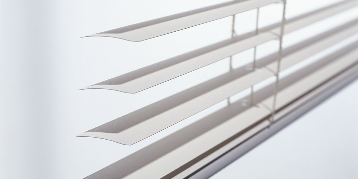 luxaflex-white-venetian-blinds