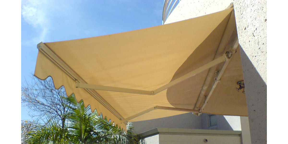 retractable-canvas-awning